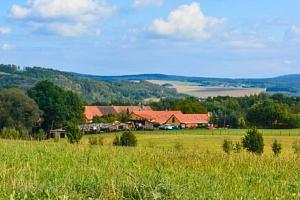 Pobyt blízko Plzně a Křivoklátska: Penzion Farma Dvorec s aktivitami na farmě, jógou, dezertem a…...