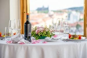 Romantický pobyt v Praze: Hotel International Prague **** s unikátním výhledem, degustačním menu a…...