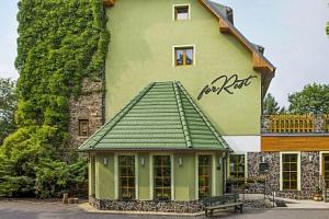 Chomutov v přírodě a nedaleko centra: Hotel Forrest *** s privátním wellness, relaxační masáží a…...