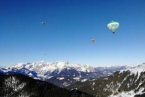 Zimní vyhlídkový let balónem nad Alpami...