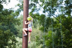 Bezpečný adrenalin v lanovém centru Malá Skála...