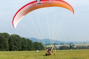 Motorový paragliding...