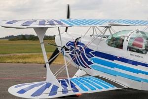 Let akrobatickým letadlem...