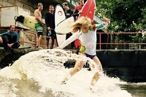 Surfing na řece...