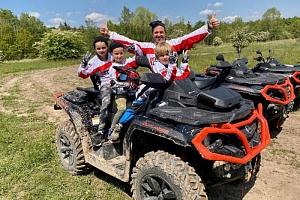 Rodinná jízda v terénu na ATV čtyřkolce...