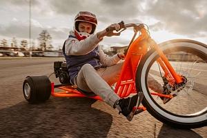 Drift trike: Driftování na motorové tříkolce...