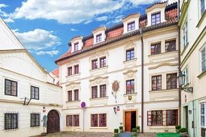 Praha: Malá Strana pod Pražským hradem v luxusním Hotelu Waldstein **** se snídaněmi formou bufetu...