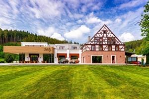 Karlovy Vary: Cihelny Golf Resort **** s neomezeným wellness, thajskou masáží a dětským klubem +…...