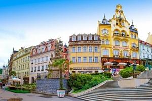 Karlovy Vary v Hotelu Krásná Královna **** se snídaněmi či polopenzí, lázeňskými oplatkami a láhví…...
