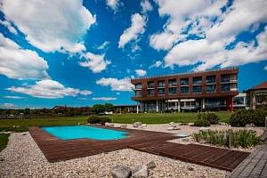 Relax ve 4* Resortu K-Triumf s polopenzí, privátním wellness a sportovními aktivitami...