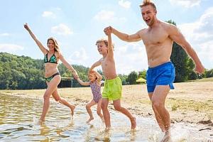 Letní bestseller pro rodiny s dětmi: Hotel Bezděz*** u Mácháče s polopenzí a bazénem...