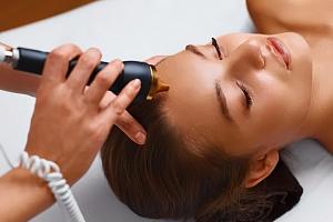 Intenzivní ošetření obličeje s okamžitým výsledkem pro redukci vrásek a tuku...