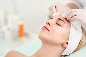 Luxusní kosmetické balíčky: ošetření obličeje a dekoltu pro různé typy pleti...