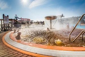 Bešeňová: Pobyt jen 200 m od termálů v Hotelu Flóra s chutnou polopenzí a slevou do aquaparků ve…...