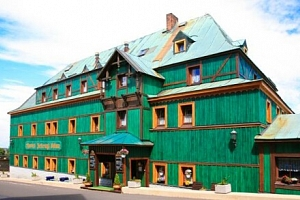 V srdci Krušných hor: Hotel Zelený Dům *** se zapůjčením trekových holí, láhví vína a polopenzí...