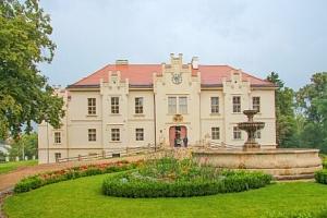 Pobyt u Plzně a jen 450 m od zámku Blovice v Hotelu Panský dům *** s polopenzí a vstupem do muzea...