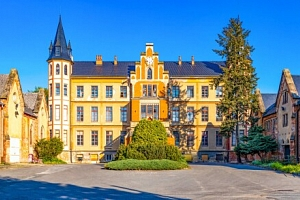 Slovácko: Výlet za vínem do Bzence do Hotelu Beta *** s ochutnávkou 42 druhů vín, láhví vína a…...