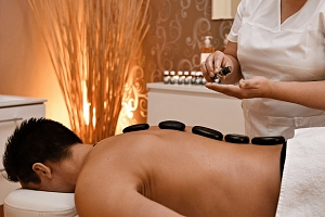 Masáž lávovými kameny 60 min – více vybraných tělesných částí (např. záda, šíje, krk a spodní…...
