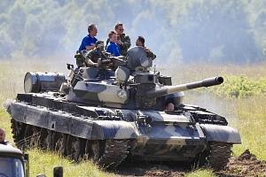Jízda v obrněném bojovém tanku T-55...