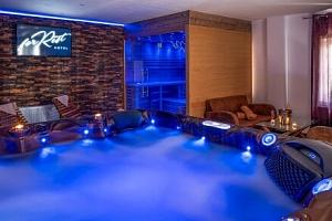 Chomutov v přírodě a nedaleko centra: Hotel Forrest *** s privátním wellness (vířivka a sauna) a…...