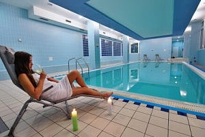 Bílé Karpaty v Horském Hotelu Jelenovská *** s polopenzí, vínem, neomezeným wellness (bazén,…...