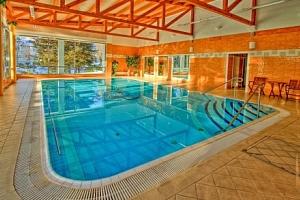 Mariánské Lázně: Pobyt v Hotelu Krakonoš *** s bazénem, solnou jeskyní, léčebnou procedurou a…...